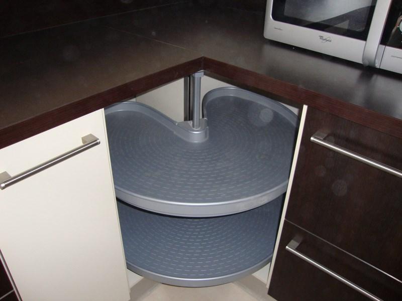 Accessoires de cuisine cuisines acr for Meuble porte rentrante